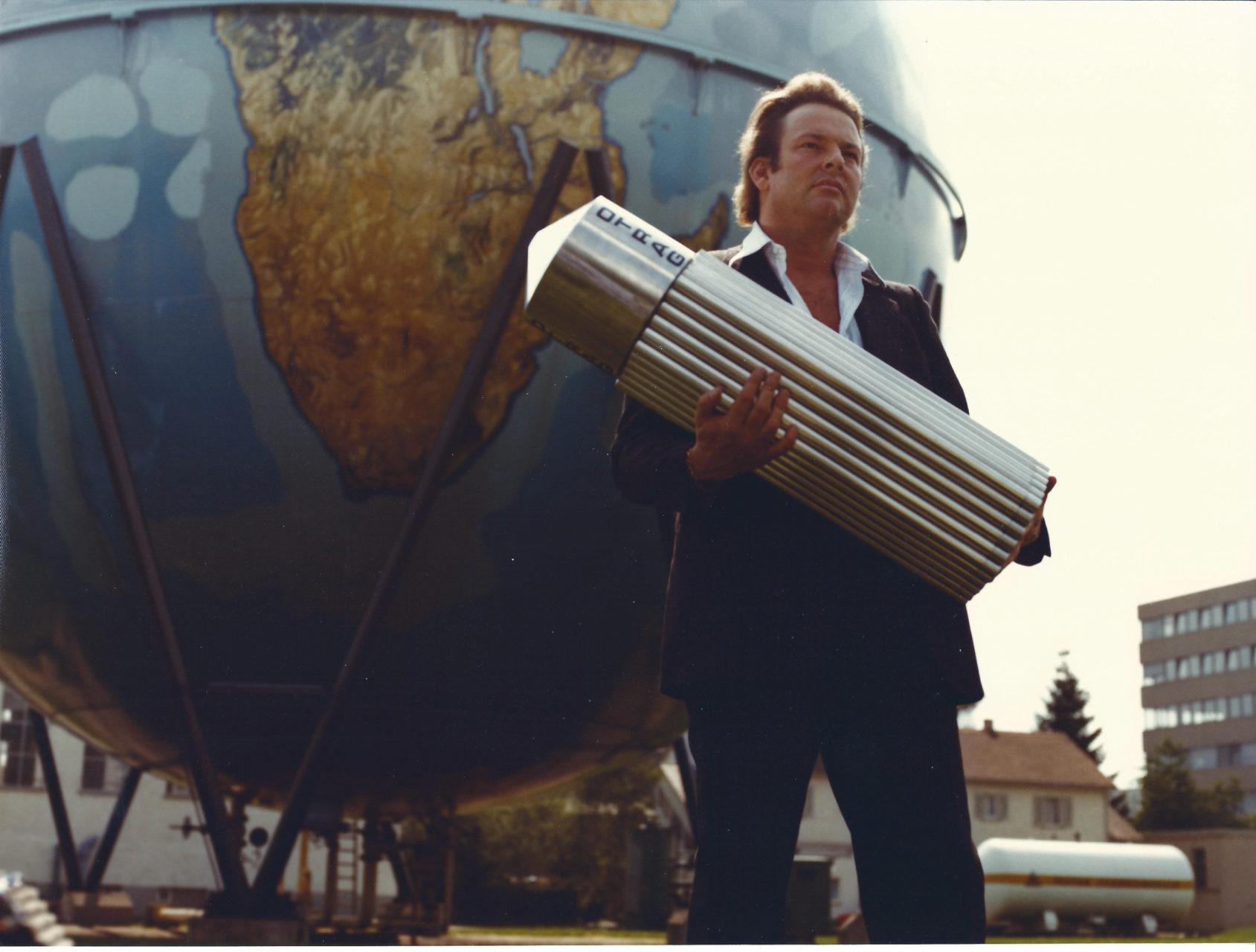 Lutz vor Erdkugel (Gastank) Stuttgart 1978-2